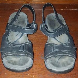 Clarks Women's black size 7m sandals